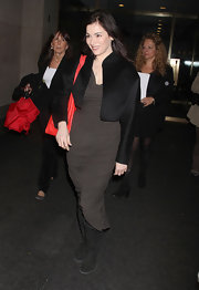 We just love this gray jersey dress on Nigella Lawson. It hugs all of her curves in all the right places!