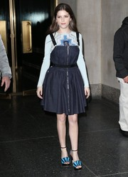 Anna Kendrick coordinated her dress and shirt with a pair of origami-inspired platform sandals by Malone Souliers.