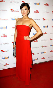 Lindsay Price looked red hot yet elegant in this classic evening gown.