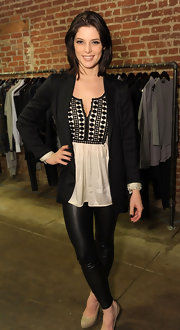 Twilight star Ashley Greene wears a medium straight cut with this black and white outfit.