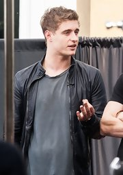 Max Irons sported a classic leather jacket for his appearance on 'Extra!'