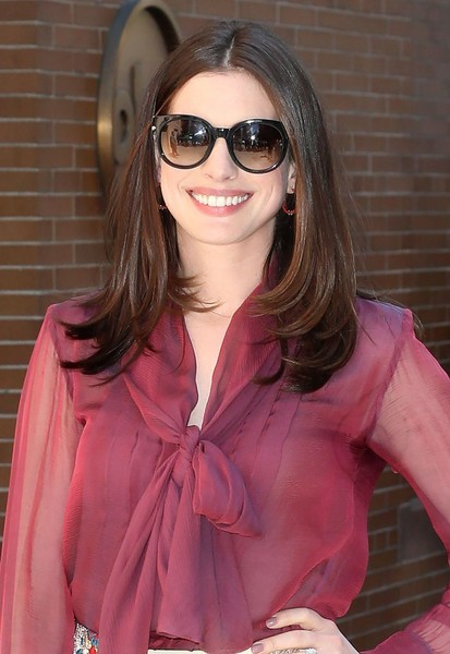 Anne Hathaway looked stylish with her bouncy layered cut while visiting 'The View.'