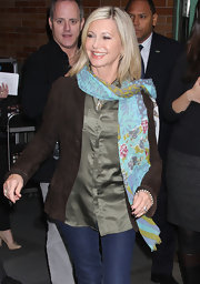 Olivia Newton-John showed up at 'Good Morning America' wearing a button-down top, topped with a brown blazer, and a pair of skinny jeans.