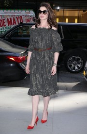 Anne Hathaway was a boho babe in a vintage Givenchy off-the-shoulder dress while visiting 'Watch What Happens Live.'