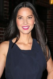 Olivia Munn visited 'Letterman' wearing sexy pink lipstick that contrasted nicely with her navy dress.