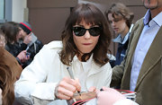 Noomi Rapace accessorized with a cool pair of wayfarers when she attended the 'Prometheus' Paris premiere.