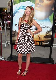 Stefanie showed off her polka dot dress while hitting the red carpet. She paired her dress with ankle strap sandals.