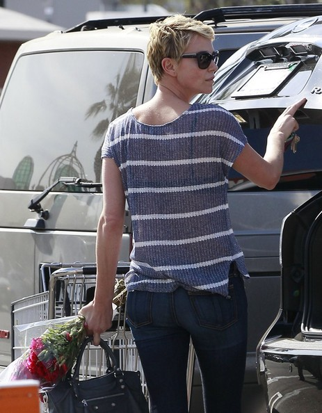 More Pics of Charlize Theron Skinny Jeans (1 of 20) - Charlize Theron Lookbook - StyleBistro