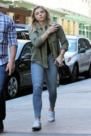 Chloe Grace Moretz teamed her top with a pair of faded skinny jeans.