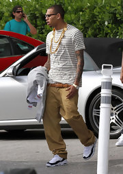 Chris Brown accessorized his plain outfit with a gold chain necklace.
