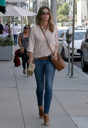 Cindy Crawford completed her outfit with a pair of brown espadrille wedges.