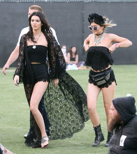 Kendall and Kylie Jenner In Black Outfits