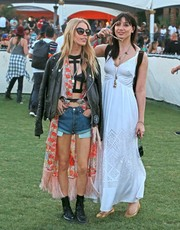 Daisy Lowe made a very cute choice with this laser-cut white sundress by Temperley London for day 3 of Coachella.