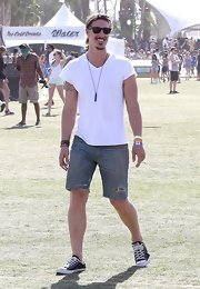 Eric Balfour hose a pair of denim cutoff shorts while at the Coachella music festival.