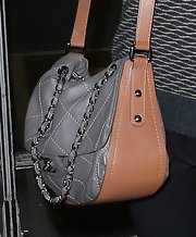 Courteney Cox traveled in style with this quilted leather bag.