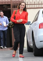 Karina Smirnoff kept her look classy with a touch of comfort when she sported these black harem pants.