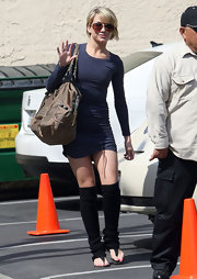 Chelsea Kane shoed off her legs in a tight ruched navy jersey dress.