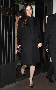 Vintage-chic pumps finished off Liv Tyler's look.
