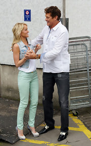 Hayley Roberts' mint-green skinnies and sky-high stilettos were a super sexy pairing.