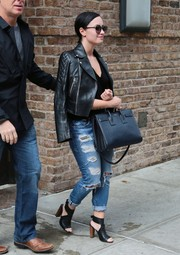 For her bag, Demi Lovato chose a stylish black Saint Laurent leather tote.