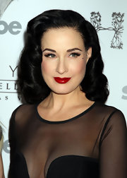 Dita Von Teese wore her silky tresses in a curly retro style while performing at the Hyde Bellagio Nightclub in Las Vegas.