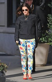 Drew Barrymore chose this simple black blouse so as not to overpower her vibrant floral pants.
