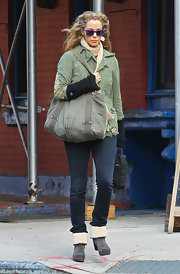 Elizabeth Berkley was all geared up for the cold NYC weather wearing wool cuff suede boots.