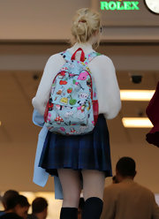 Elle rounded off her preppy school-girl look with a quirky-cute printed backpack.