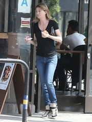 Ellen Pompeo sported a pair of classic skinny jeans for her daytime look while out in Hollywood.