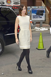 Emily Blunt completed her elegant look with a pair of black patent leather platform pumps.