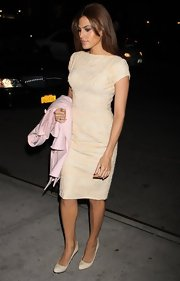 Eva Mendes sported this cream lace dress with cap-sleeves for a sophisticated and classy evening look.