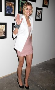 AnnaLynne McCord showed off her beaded bracelet while hitting the red carpet at the Express event.