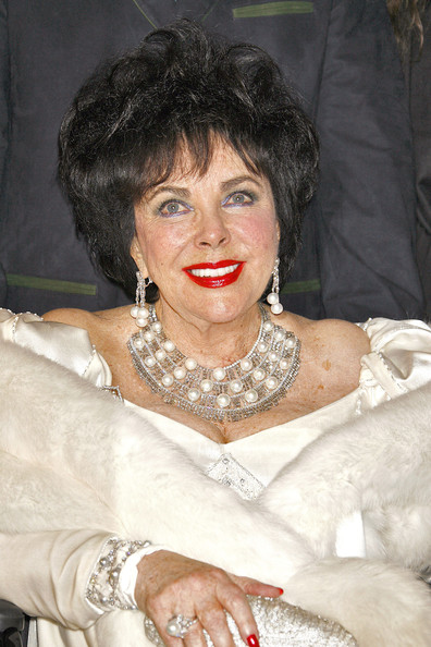 Elizabeth Taylor's pearl and diamond collar necklace was the height of luxury.