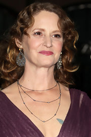 Melissa Leo highlighted her soft curls with dangling diamond encrusted earrings.