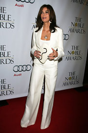 Teri completed her sophisticated white pantsuit with a white leather clutch, featuring a gold-trimmed flap closure.
