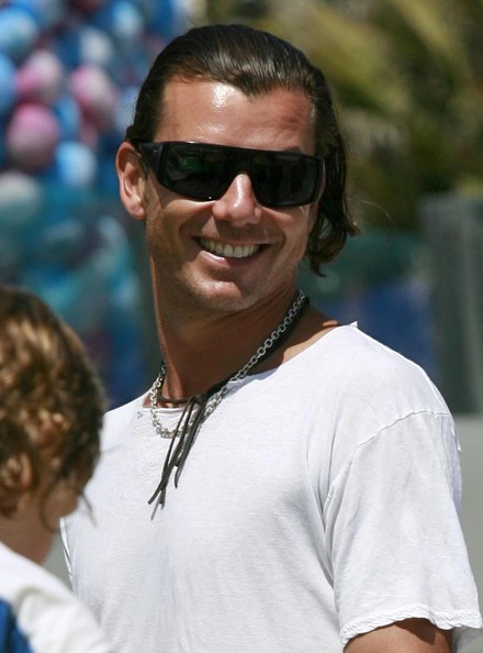 Gavin Rossdale Medium Wavy Cut