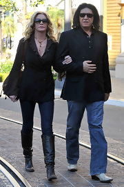 Shannon Tweed created a contrast to her earth-toned outfit by wearing a pair of blue skinny jeans.