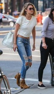 Gigi Hadid styled her outfit with a fringed white bucket bag.
