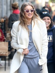 Gigi Hadid looked like she just stepped out of the '60s, thanks to those cateye sunnies by Le Specs x Adam Selman!