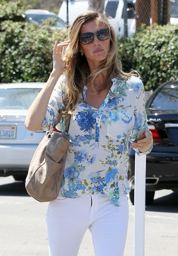 Gisele Bundchen Keeps Busy in Santa Monica