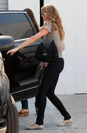 Supermodel Gisele is seen with her son Benjamin out in Burbank running some errands. She kept things low-key with a pair of jeans, a t-shirt, and a black chain strap shoulder bag.