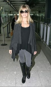 Goldie Hawn topped off her travel style with black knee-high boots.