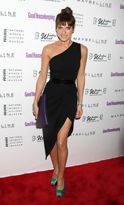Lake Bell was a stunning siren at the Shine On Awards in a one-shoulder LBD with a black patent belt and colorful accessories.