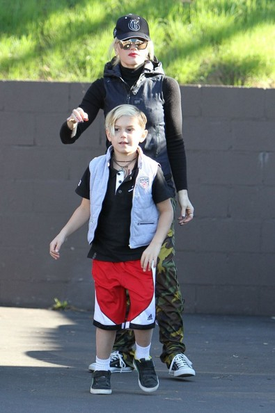 More Pics of Gwen Stefani Cargo Pants (1 of 68) - Gwen Stefani Lookbook - StyleBistro