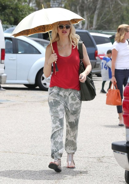 979c9bf06f3a3 More Pics of Gwen Stefani Tank Top (3 of 76) - Tank Top Lookbook -  StyleBistro