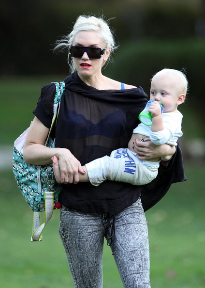 More Pics of Gwen Stefani Messenger Diaper Bag (1 of 41) - Messenger Diaper Bag Lookbook - StyleBistro
