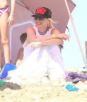 Gwen stayed cool at the beach in this mesh trucker hat.