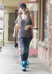 Gwen Stefani perked up her casual outfit with a pair of bright blue basketball sneakers.