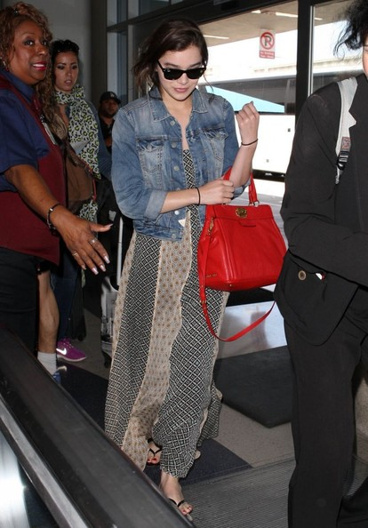 More Pics of Hailee Steinfeld Leather Tote (4 of 9) - Tote Bags Lookbook - StyleBistro []