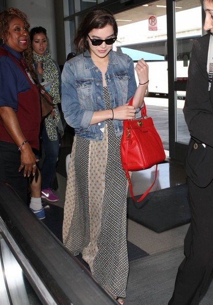 More Pics of Hailee Steinfeld Leather Tote (3 of 9) - Tote Bags Lookbook - StyleBistro []